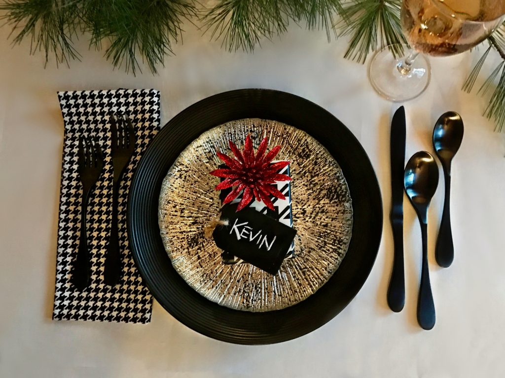 black-plate-kevin-gift-table-setting