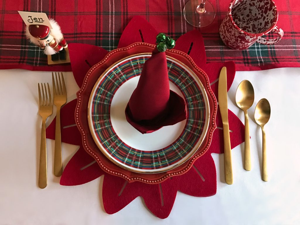 red-holiday-place-setting